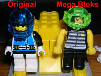Mega Bloks Figur im Vergleich mit einer echten Lego Figur